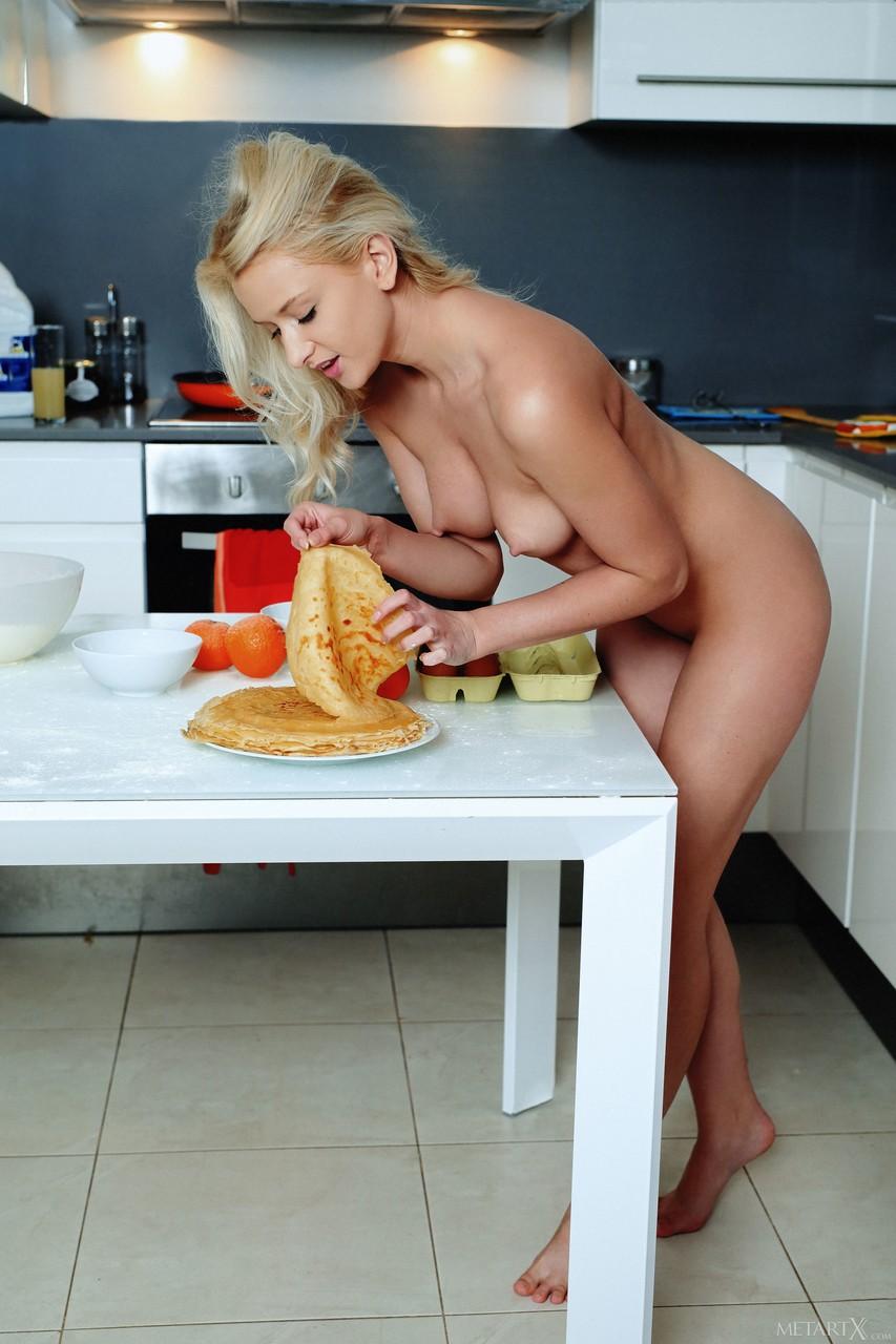 Naked Girls Cooking