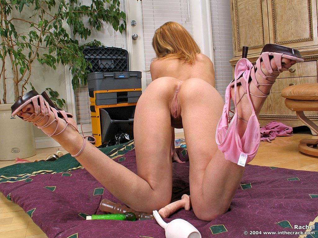 Стройная телочка на каблуках показывает киску через трусики, а потом вводит в нее длинную секс игрушку и трет пальцами клиторок