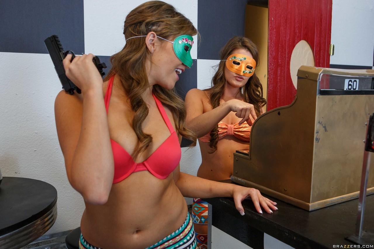 Девушки в масках нежатся на столе и по очереди задирают ноги, чтоб нежно полизать влажные щелки друг друга