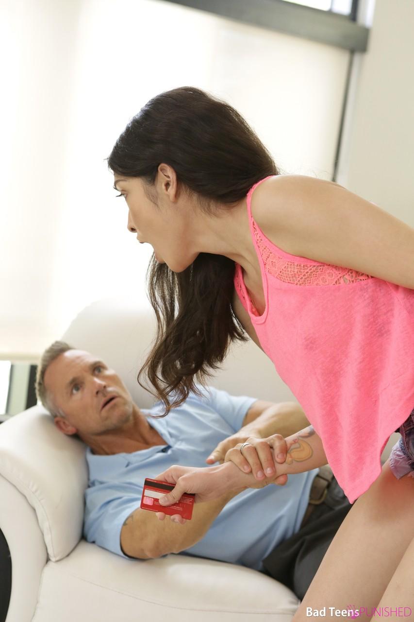 Нежный трах во влажную киску возбуждает грудастую девицу и доводит анальным трахом до бурного оргазма